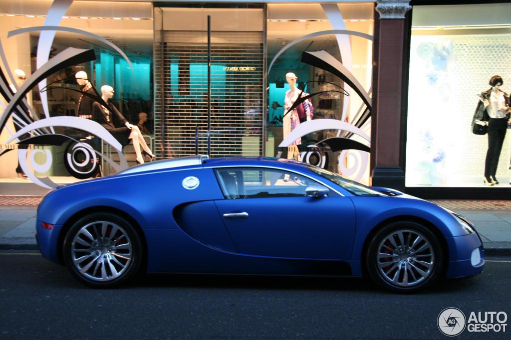 bugatti veyron 16 4 bleu centenaire 9 april 2012 autogespot. Black Bedroom Furniture Sets. Home Design Ideas