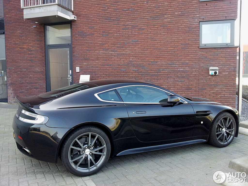 Aston Martin V12 Vantage Carbon Black Edition 15 April 2012