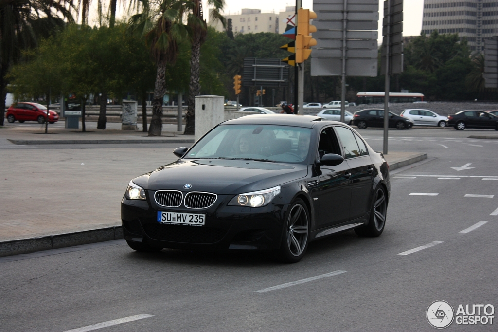 bmw m5 e60 2005 1 julio 2012 autogespot. Black Bedroom Furniture Sets. Home Design Ideas