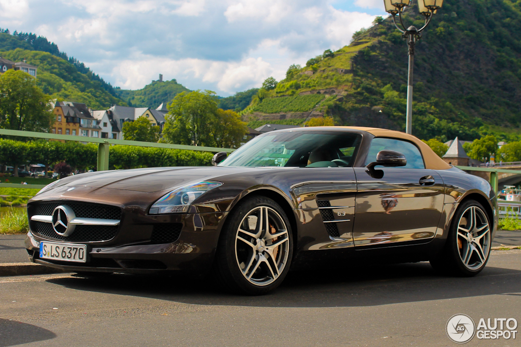 Mercedes-Benz SLS AMG Roadster 2