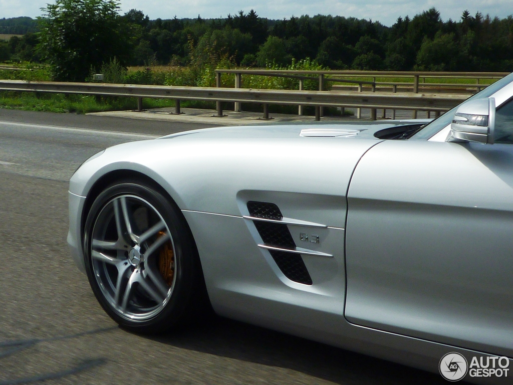 Mercedes-Benz SLS AMG Roadster 5