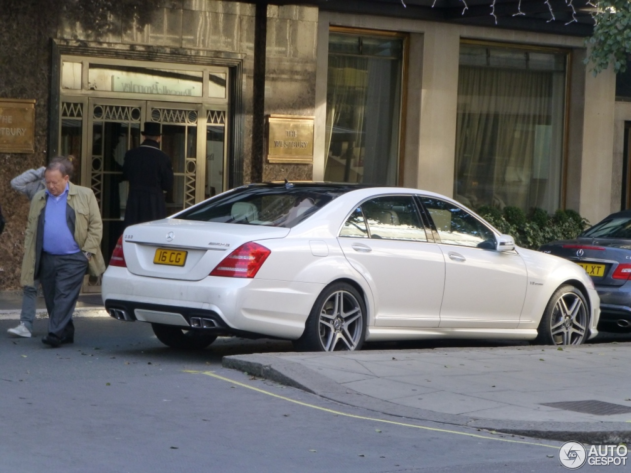 mercedes benz s 63 amg w221 2011 17 november 2012 autogespot. Black Bedroom Furniture Sets. Home Design Ideas