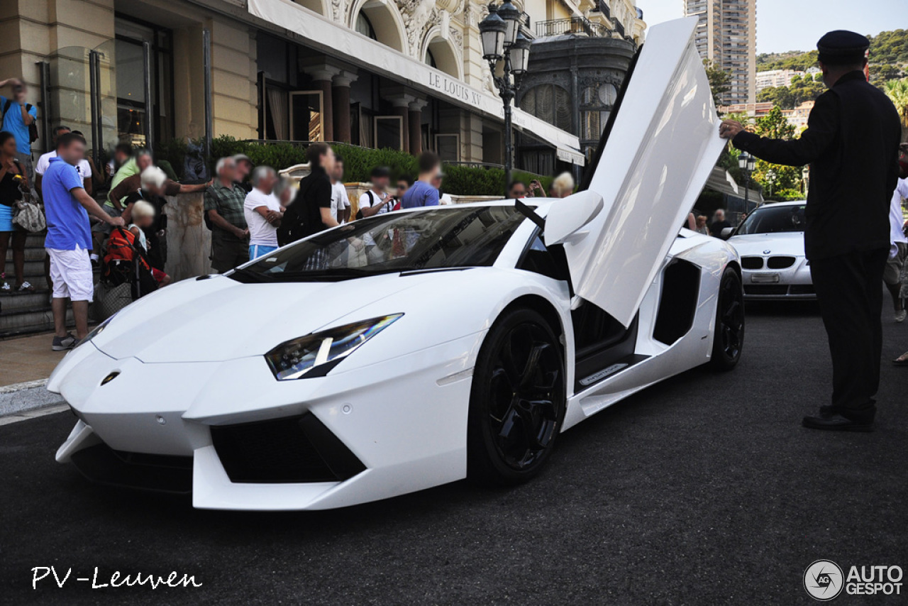 lamborghini aventador lp700 4 20 novembre 2012 autogespot. Black Bedroom Furniture Sets. Home Design Ideas