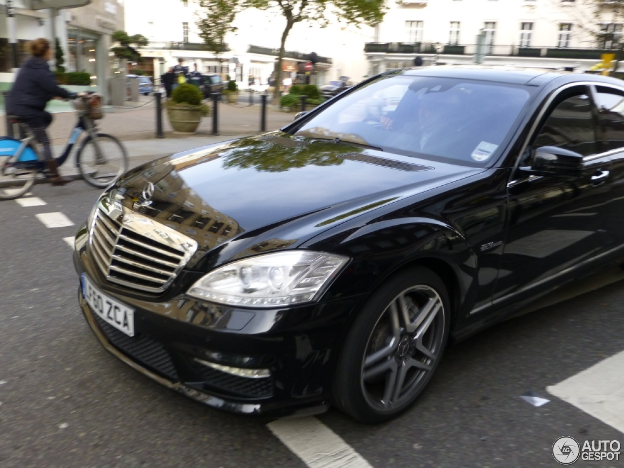 Mercedes benz s 63 amg w221 2011 21 november 2012 for Mercedes benz w221 price