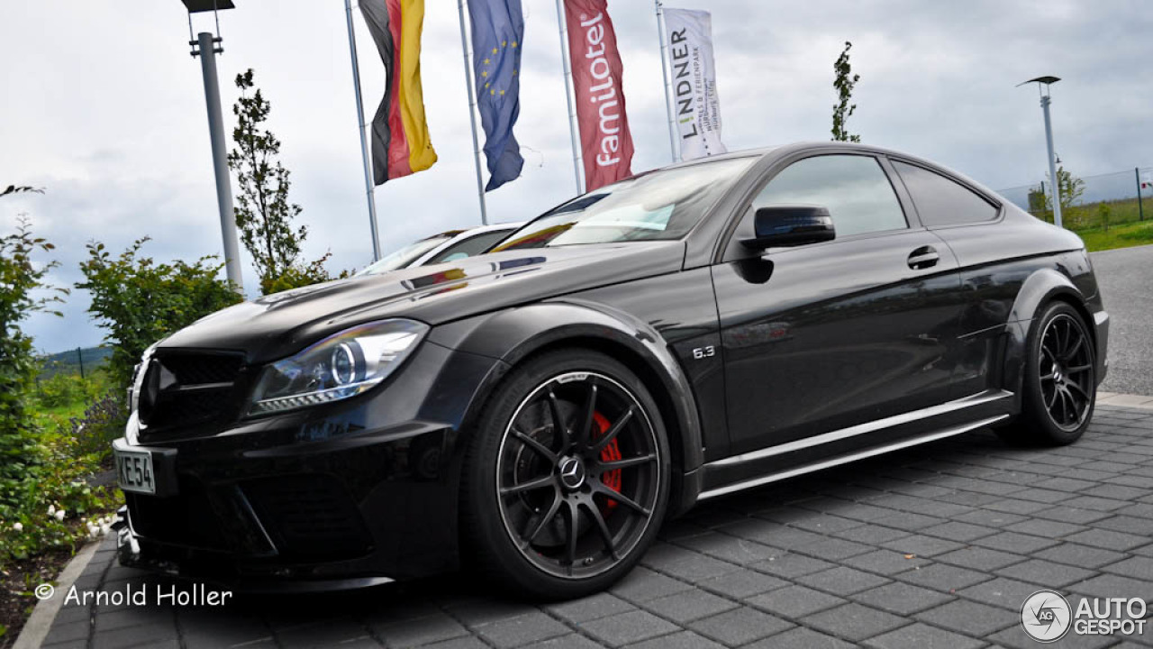 Mercedes benz c 63 amg coup black series 4 dezember for Mercedes benz black series price