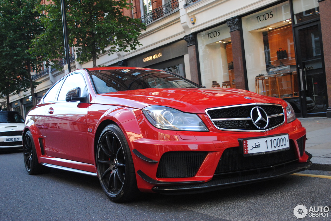 mercedes benz c 63 amg coup black series 14 dcembre 2012 autogespot. Black Bedroom Furniture Sets. Home Design Ideas