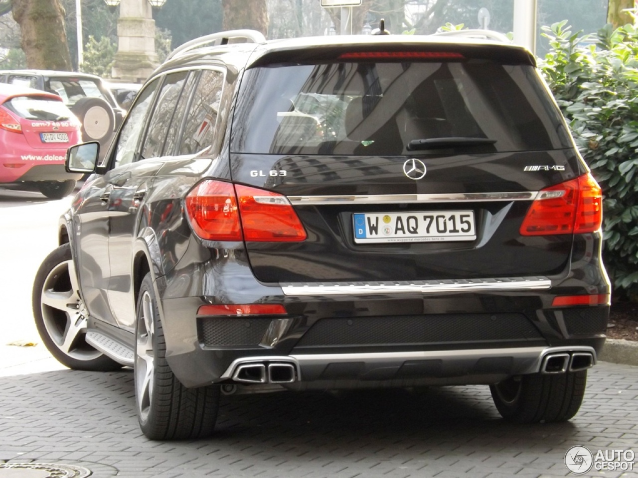 Mercedes benz gl 63 amg x166 14 december 2012 autogespot for Mercedes benz gl amg for sale