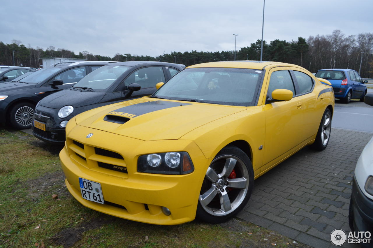 dodge charger srt 8 super bee 16 december 2012 autogespot. Black Bedroom Furniture Sets. Home Design Ideas